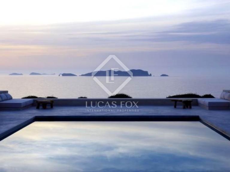 Lucas fox inaugura en valencia su octavo property lounge for Oficinas prop valencia