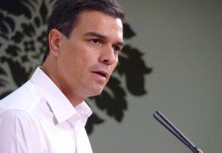 Pedro Sánchez en la sala de prensa del Congreso
