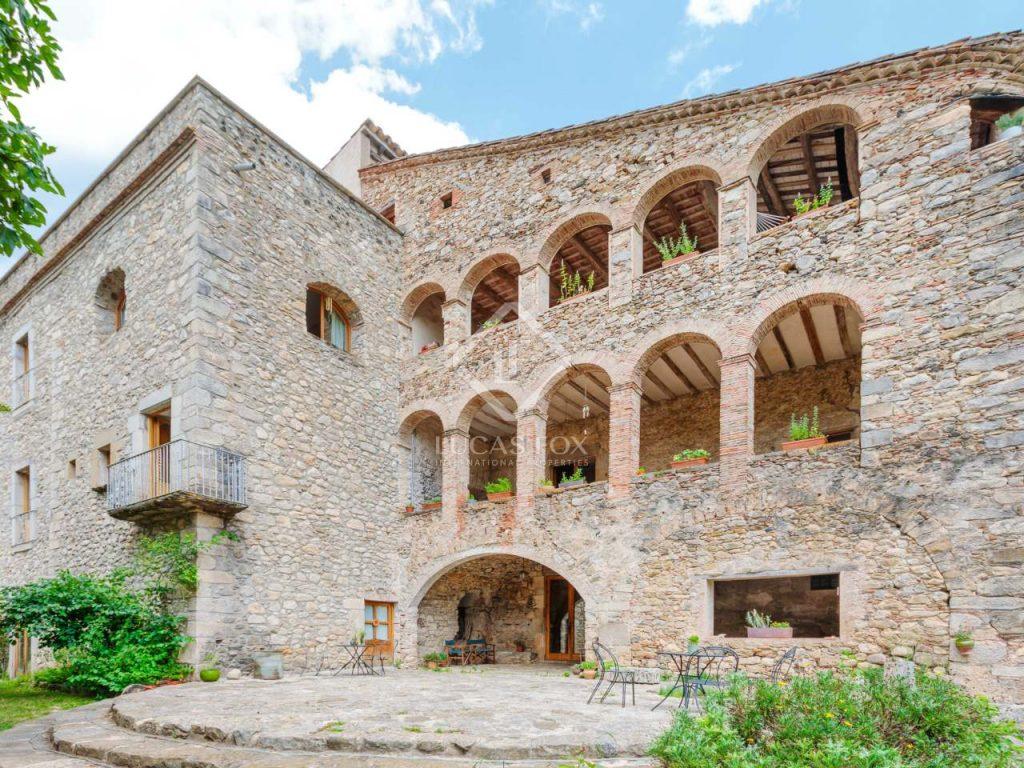 masia fortificada girona- castillos en venta