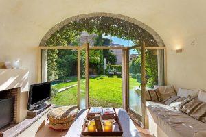 Preciosa casa adosada con jardín y piscina